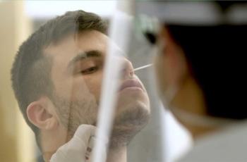 A testagem para o coronavírus dá mais segurança ao ambiente de trabalho, mas é preciso utilizar os exames corretos.